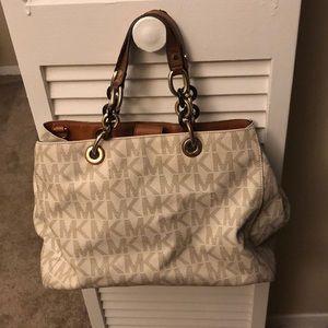 Micheal Kors handbag w/thick double chain straps